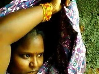 südindische Tamilin zeigt Boob Selfie für bf