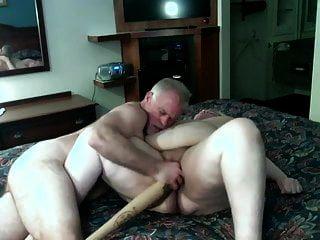 Amateure bbw reifen wird mit einem Baseballschläger gefistet