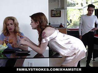 Familystrokes Stiefgeschwister werden von Stiefmutter erwischt