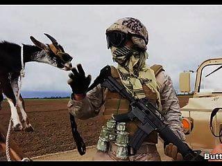 Soldat bekommt Kopf im Dienst