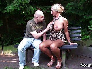 Deutsch große Titten Milf verführen Fremde zum Ficken im Park