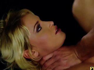 blonde Babe bekommt ihren Arsch gefressen und gefickt