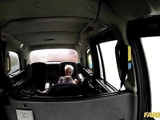 gefälschte Taxi heiße leidenschaftliche rauhe Rücksitz Sex