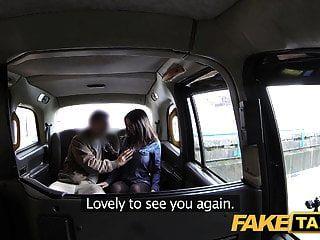 gefälschte Taxi Spanisch Babe hat große Titten und Arsch