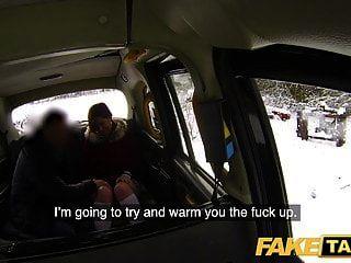gefälschte taxi sexy redhead hot taxi an einem verschneiten tag blasen und ficken