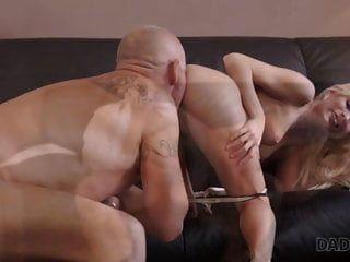 Daddy4k. neugierige blonde wollte sex mit erfahrenen ..