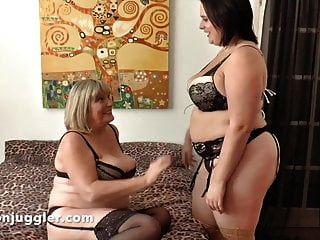 Die erste Erfahrung älterer Frauen mit jungen Frauen