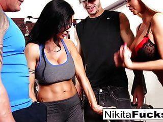 nikita von james schließt sich einer trainingsorgie an
