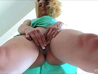 sexy blonde Teen Molly Pussy spielen