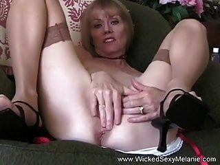 Oma verwandelt sich in eine Sperma-Schlampe
