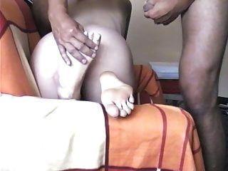 Arschfick und Sperma auf den Sohlen, ihr unartiger Arsch, große Sohlen