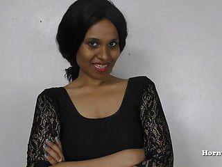 Inderin pees für ihr Schwager Rollenspiel in Hindi