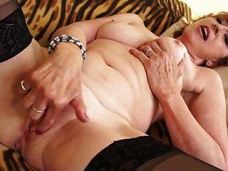schöne oma braucht noch einen guten sex