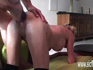 Riesen Doppeldildo und Arsch gefickt Amateur Schlampe