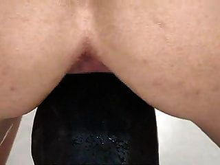 riesiger schwarzer dildo