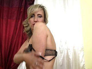 sexy reife Mutter von nebenan will einen guten Fick