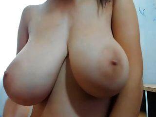 junges Mädchen mit riesigen Titten