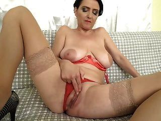 mama lucinda mit super geilen titten und hungriger fotze